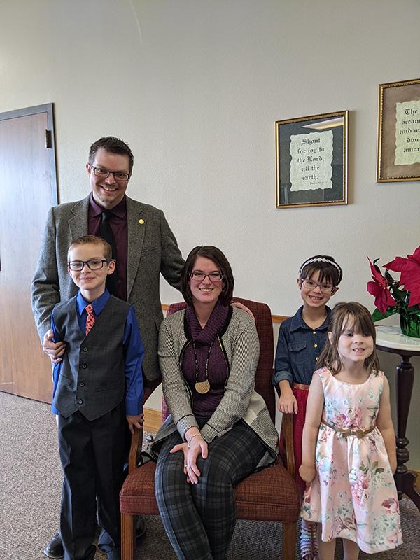 Cole & Jessica Mealer. Children - Scott, Isabelle, and Allison